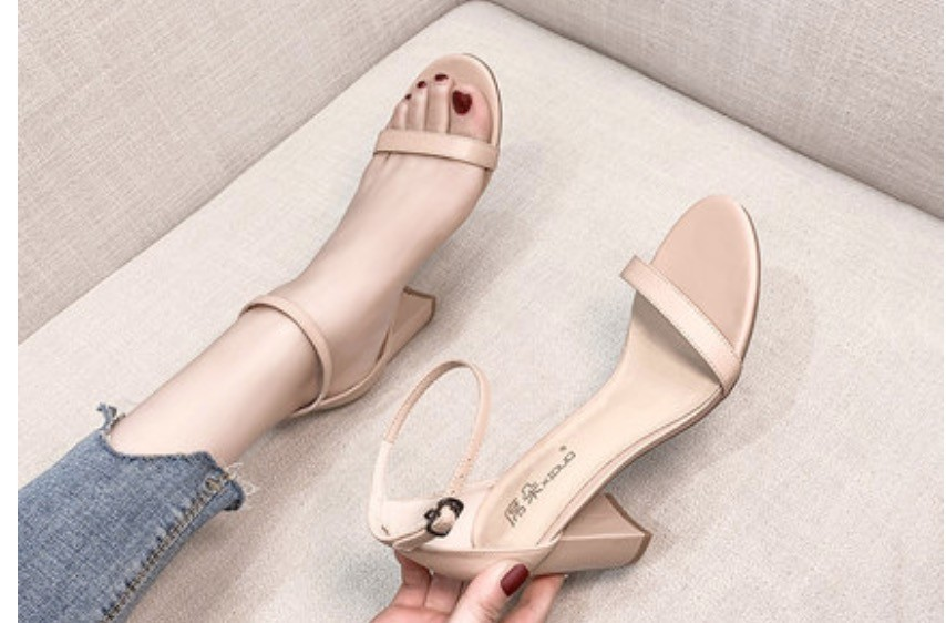 美鞋 推薦款 網紅推薦 涼鞋2020夏季新款粗跟中跟一字帶42大碼簡約時裝高跟女鞋33小碼32